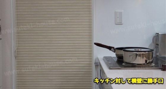 キッチンの突き当たりに勝手口